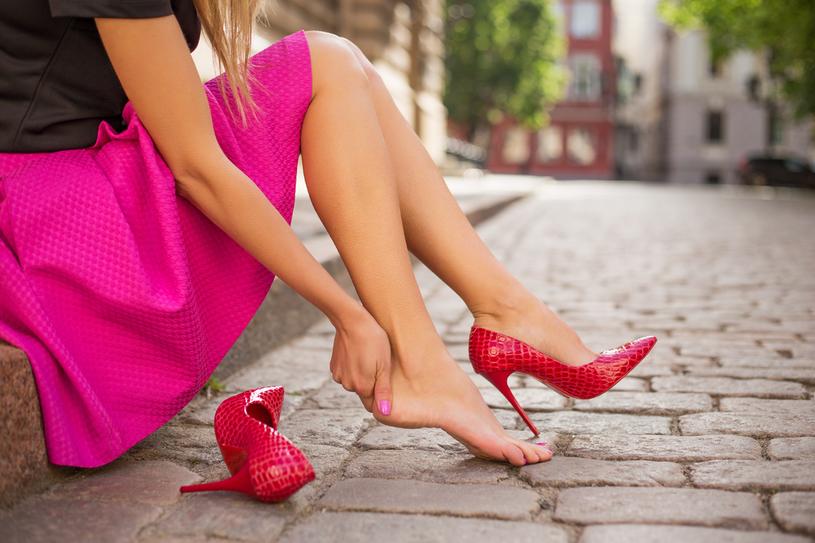 Buty na wysokich obcasach zakładaj tylko na wyjatkowe okazje /123RF/PICSEL