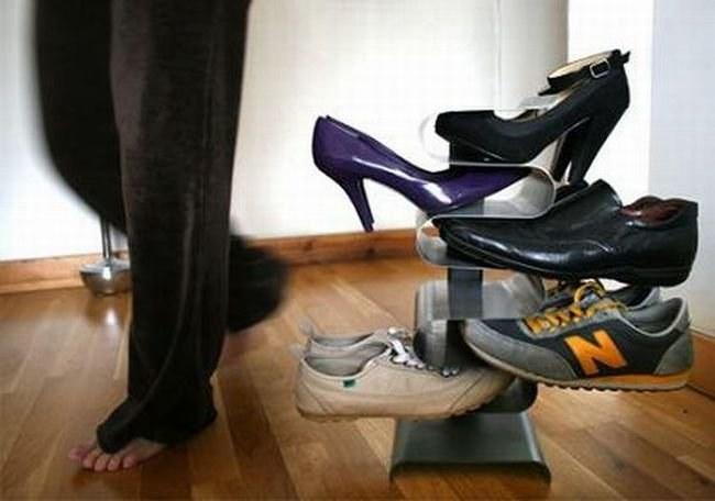 Buty w przedpokoju /© Photogenica