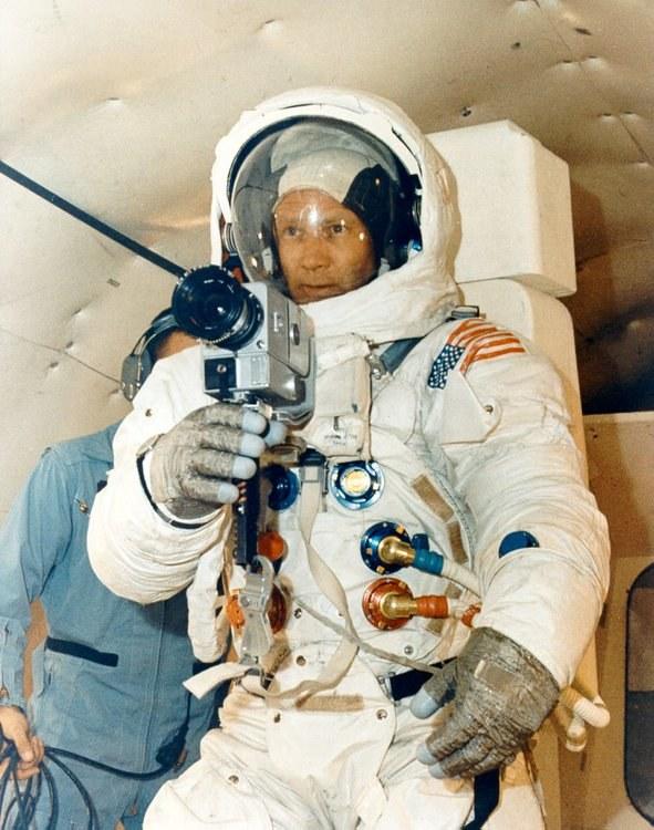 Buzz Aldrin z aparatem /NASA