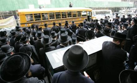 By podejrzeć ortodoksyjnych Żydów, sama przebierała się za Żydówkę /AFP