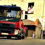 By uciec przed bykami... driftował ciężarówką!