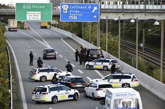 By udaremnić zamach, policja podjęła 28 września rozległą akcję, która na kilka godzin poważnie zakłóciła normalny ruch komunikacyjny we wschodniej części Danii /NILS MEILVANG /PAP/EPA