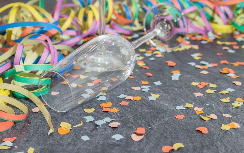 By uniknąć noworocznego kaca, trzeba się zawczasu przygotować /123RF/PICSEL