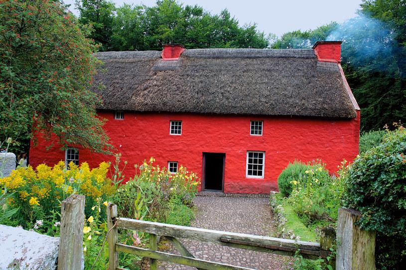 By ustrzec domostwo przed siłami nieczystymi, malowano chaty na czerwono farbą z byczej krwi /Twój Styl