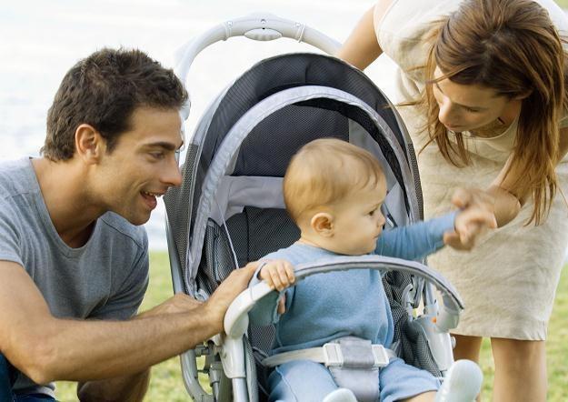 By wykorzystać cały urlop wychowawczy, będą musieli go brać oboje rodzice /© Bauer