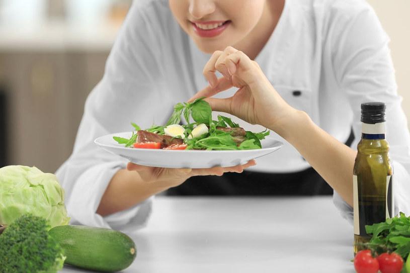 By zapobiegać powstawaniu podwyższonego poziomu cholesterolu, warto sprawdzić kilka domowych sposobów /123RF/PICSEL