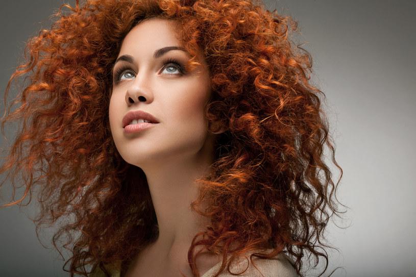 By zatrzymać wypadanie włosów, często trzeba wybrać się do specjalisty /123RF/PICSEL