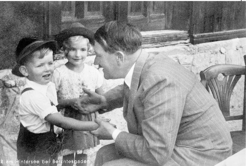 Być może trudno w to uwierzyć, ale Hitler uwielbiał kontakt z dziećmi / fot. ExclusivepixiMedia/Hitler's Alpine Headquarters /East News
