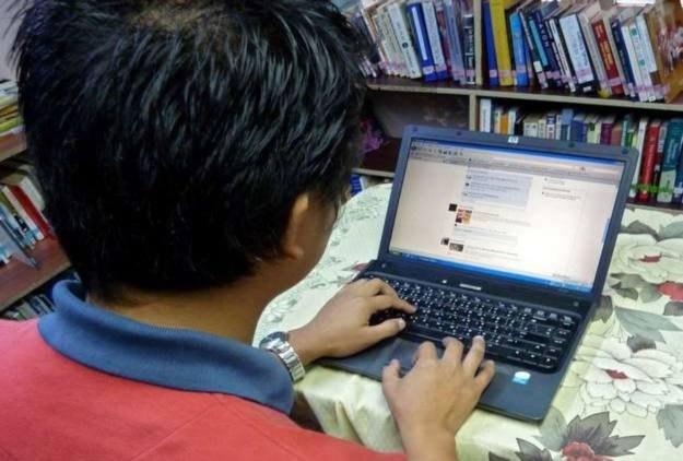 """""""Bycie"""" na Facebooku coraz częściej jest spowodowane modą /AFP"""