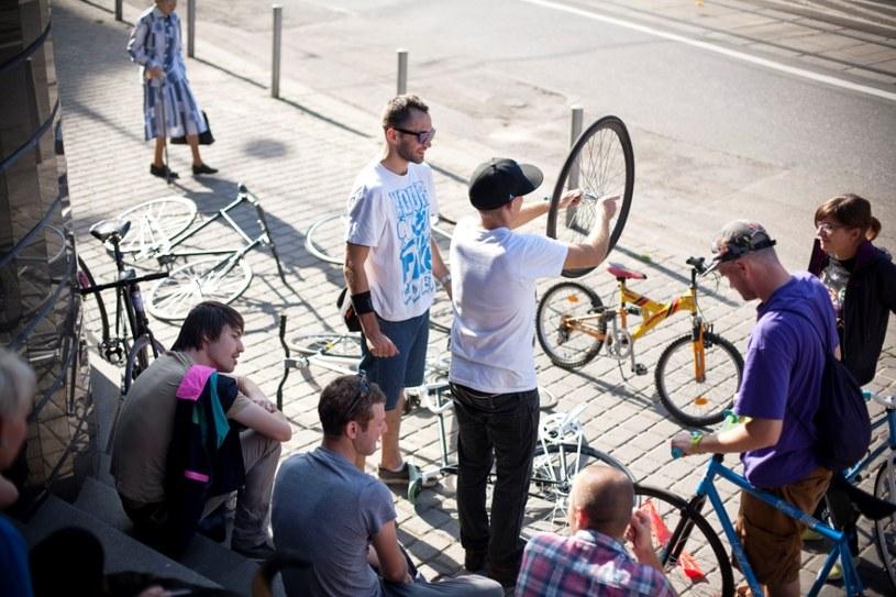 Bycie ostrokołowcem zobowiązuje do trzymania się pewnej estetyki, której kluczowym elementem jest indywidualizm /Asphalt Bikes /materiały prasowe
