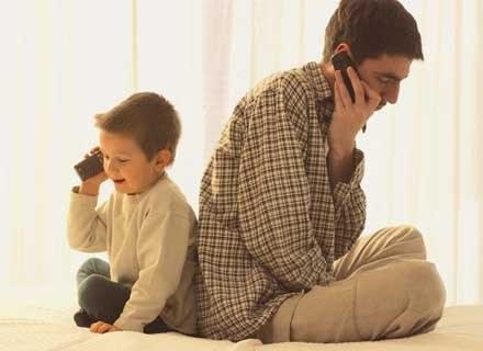 Bycie tatą to trudne zadanie. /INTERIA.PL