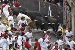 Byki wybiegły na ulice, a Hiszpanie świetują