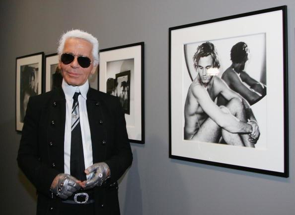 Był znany ze swojego charakterystycznego stroju: czarny garnitur z białymi włosami spiętymi w kucyk, rękawiczki bez palców i ciemne okulary/ Zdjecie z 2006 roku /Getty Images