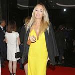 Była Kulczyka w żółtej sukience z dużym dekoltem