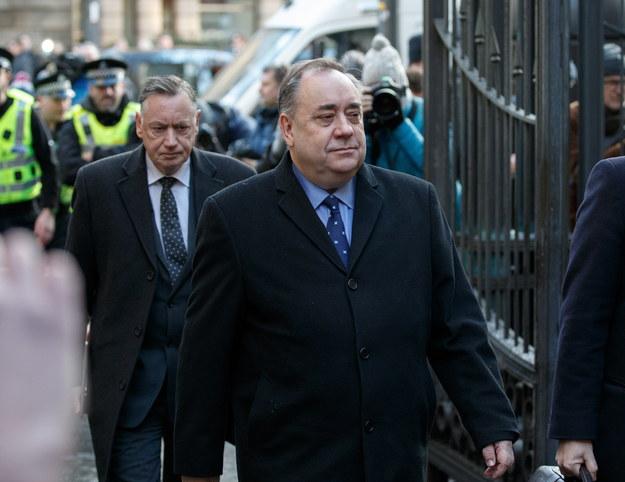 Byłemu pierwszemu ministrowi Szkocji postawiono 14 zarzutów /ROBERT PERRY  /PAP/EPA