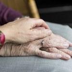 Byli małżeństwem przez 70 lat. Zmarli trzymając się za ręce w odstępie kilku minut