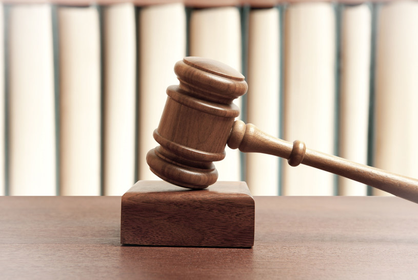 Byli pracownicy Biedronki przegrali w sądzie i wpadli w kłopoty /123RF/PICSEL