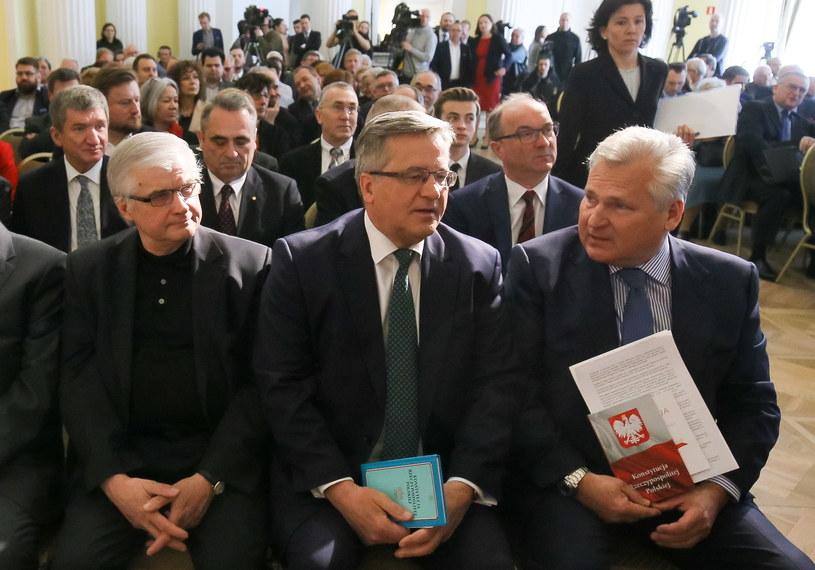 Byli prezydenci Aleksander Kwaśniewski i Bronisław Komorowski oraz były premier Włodzimierz Cimoszewicz /Paweł Supernak /PAP