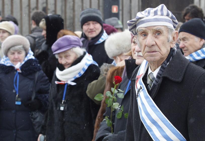 Byli więźniowie niemieckich obozów, wśród nich Mirosław Celka, podczas uroczystości 70. rocznicy wyzwolenia KL Auschwitz, w Oświęcimiu /Andrzej Grygiel /PAP
