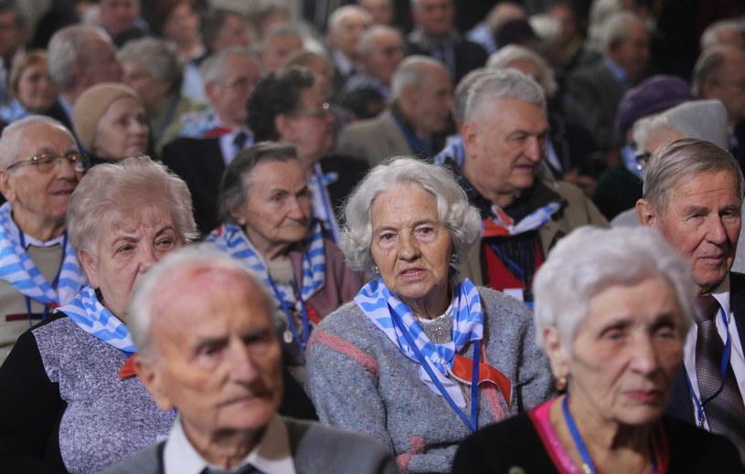 Byli więźniowie obozu podczs uroczystości. Na terenie byłego niemieckiego nazistowskiego obozu koncentracyjnego KL Auschwitz-Birkenau odbywają się, 27 bm. obchody 71. rocznicy wyzwolenia obozu /Andrzej Grygiel /PAP