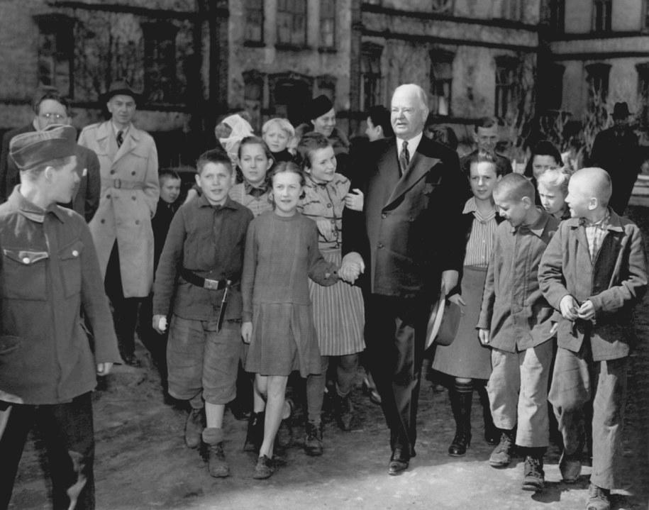Były amerykański prezydent Herbert Clark Hoover w powojennej Polsce. /PAP/DPA