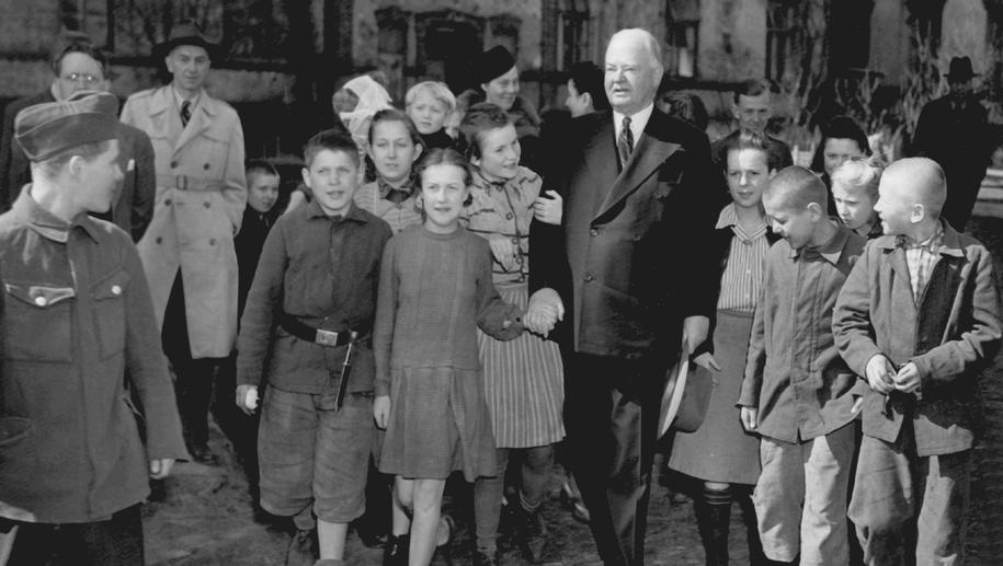 Były amerykański prezydent Herbert Clark Hoover w powojennej Polsce /PAP/DPA