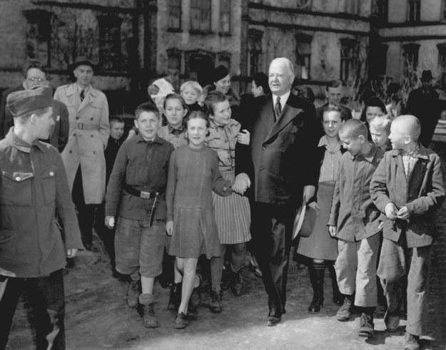 Były amerykański prezydent Herbert Clark Hoover w powojennej Polsce /dpa inp /DPA /PAP/DPA