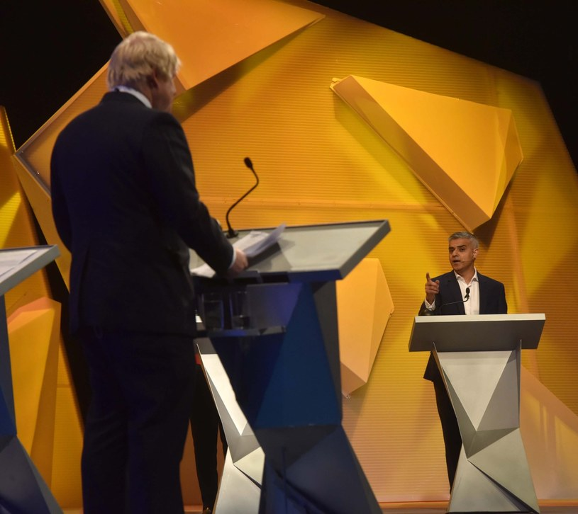 Były burmistrz Londynu Boris Johnson (zwolennik Brexitu) i jego następca, zwolennik pozostania w UE Sadiq Khan /PAP/EPA