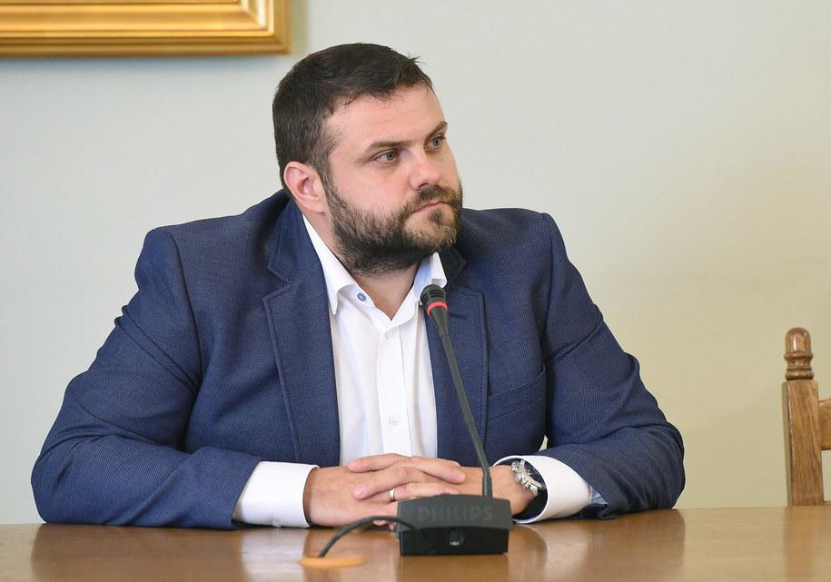 Były dyrektor biura bezpieczeństwa Amber Gold Krzysztof Kuśmierczyk przed sejmową komisją śledczą /Radek Pietruszka /PAP