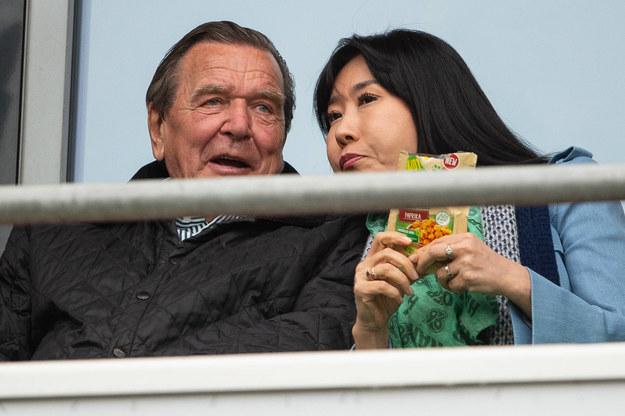 Były kanclerz Niemiec Gerhard Schroeder z piątą żoną  Soyeon Kim /Swen Pförtner /PAP/EPA