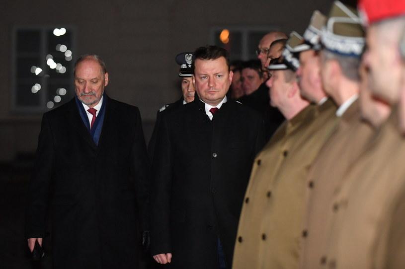 Były minister obrony narodowej Antoni Macierewicz podczas przekazania obowiązków nowemu szefowi MON Mariuszowi Błaszczakowi /Bartłomiej  Zborowski /PAP