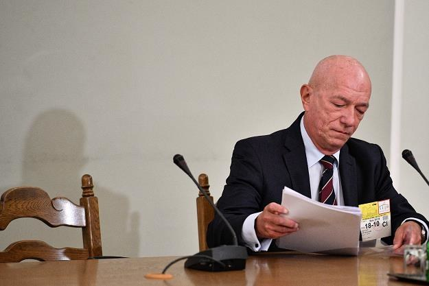Były minister sprawiedliwości Zbigniew Ćwiąkalski zeznaje przed komisją śledczą /PAP