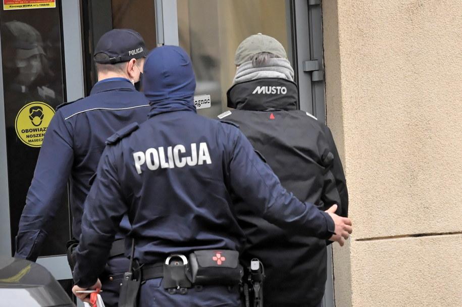 Były minister transportu Sławomir Nowak w trakcie doprowadzania do Prokuratury Okręgowej w Warszawie /Piotr Nowak /PAP