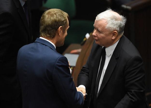 Były premier Donald Tusk i prezes PiS Jarosław Kaczyński w Sejmie /Radek Pietruszka /PAP