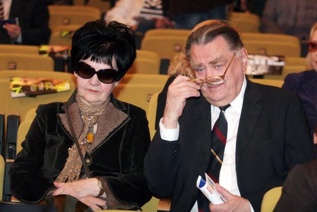 Były premier Jan Olszewski z żoną Martą na zdjęciu archiwalnym / Tomasz Gzell    /PAP