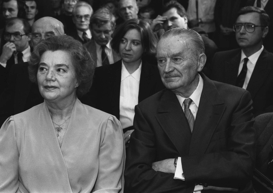 Były premier PRL Piotr Jaroszewicz z żoną Alicją Solską-Jaroszewicz  (Warszawa, 1992) / Zbigniew Matuszewski /PAP