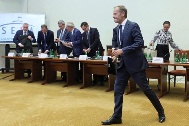 Były premier RP, szef Rady Europejskiej Donald Tusk po przesłuchaniu przez sejmową komisję ds. VAT /Paweł Supernak /PAP
