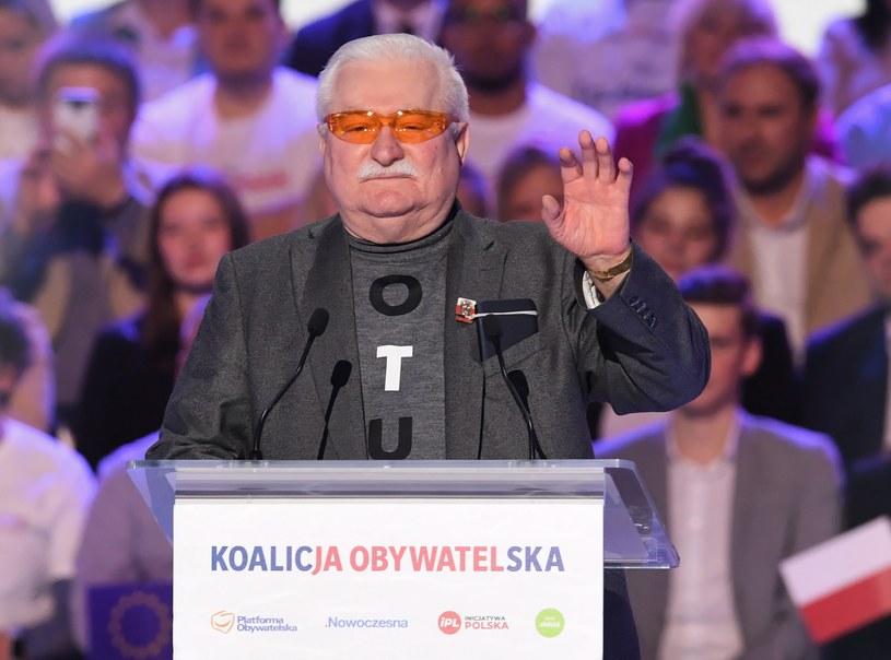 Były prezydent Lech Wałęsa przemawia podczas konwencji wyborczej KO / Radek Pietruszka   /PAP