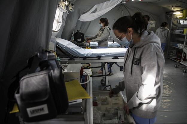 Były prezydent Portugalii namawia seniorów: Zrezygnujmy z respiratorów, dajmy je młodszym