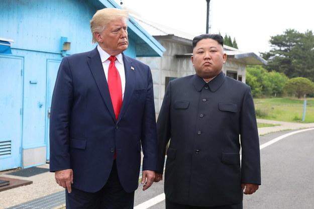 Były prezydent USA Donald Trump i przywódca Korei Północnej Kim Dzong Unowi na zdjęciu z czerwca 2019 roku /YONHAP   /PAP/EPA