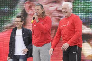 Były skoczek do dzisiaj aktywnie działa na rzecz sportu (na zdj. z Maciejem Kurzajewskim i Władysławem Kozakiewiczem) /  /AKPA
