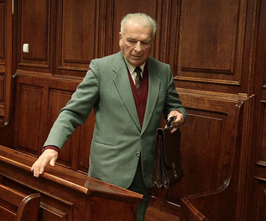 Były szef MSW Czesław Kiszczak w Sądzie Okręgowym w Warszawie /Tomasz Gzell /PAP