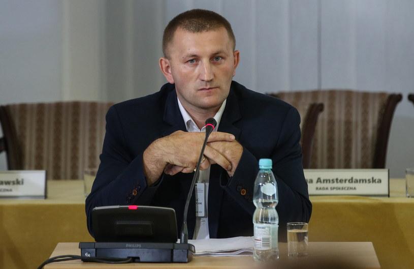 Były urzędnik warszawskiego ratusza, referent spraw Krzysztof Śledziewski zeznaje jako świadek przed komisją weryfikacyjną /Rafał Guz /PAP
