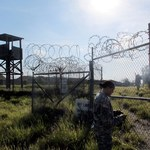 Były więzień Guantanamo dostał pieniądze od Wielkiej Brytanii. Przekazał je ISIS?