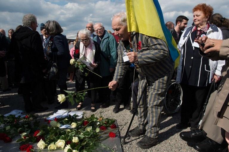 Były więzień obozu w czasie obchodów 70. rocznicy wyzwolenia /Sebastian Kahnert  /AFP