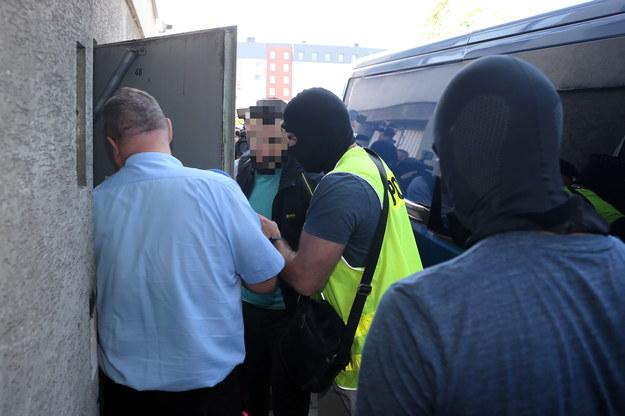 Były zawodnik MMA Mamed Chalidow doprowadzany do prokuratury / Andrzej Grygiel    /PAP