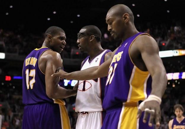 Bynum (z lewej) był w meczu z Wizards królem asyst /AFP