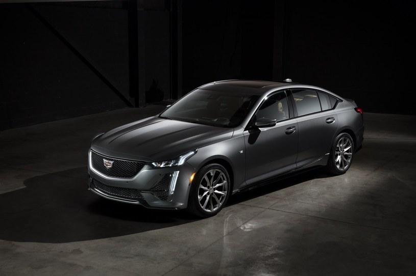 Cadillac CT5 /