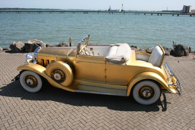 Cadillac pokryty złotem /