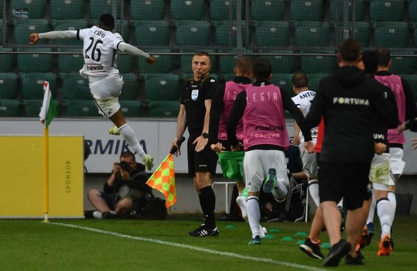 Cafu cieszy się z gola dla Legii Warszawa w meczu z Wisłą Płock /Bartłomiej  Zborowski /PAP